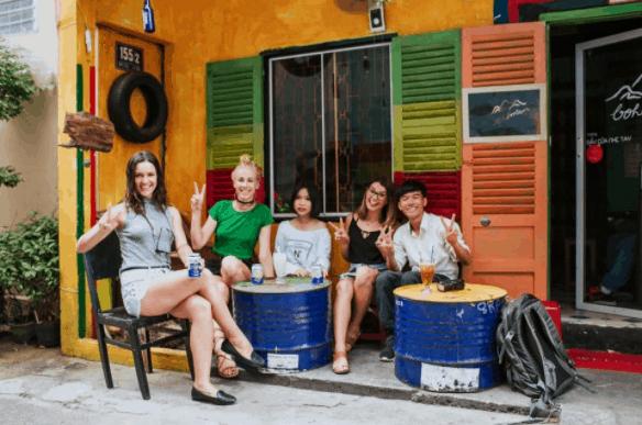 Hình ảnh các bạn trẻ check-in tại quán Bohémiens Cafe
