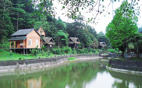 Suối khoáng nóng ở Sơn Kim