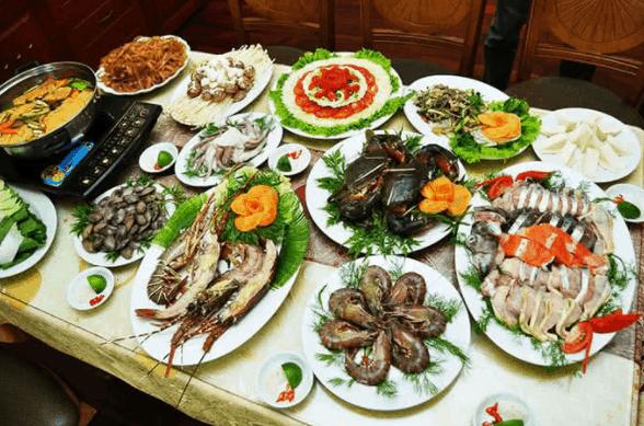 Tại đây có nhiều món ăn hải sản tươi ngon cho bạn thưởng thức