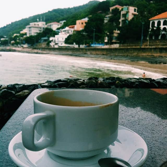 Thưởng thức một ly cafe tại Lan Rừng Cafe