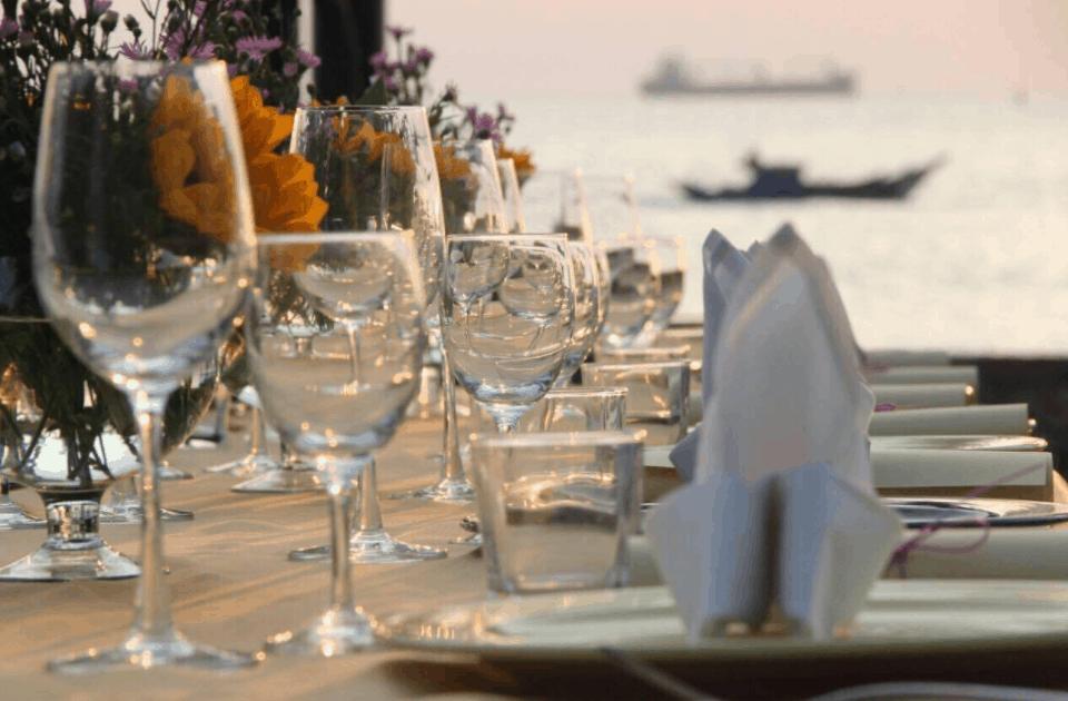 Thưởng thức những bữa ăn ngon ngay tại bờ biển