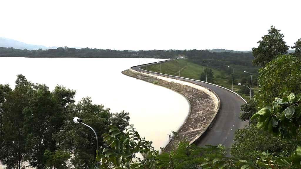 Vẻ bình yên bên hồ thủy điện Krông Năng. (Ảnh ST)