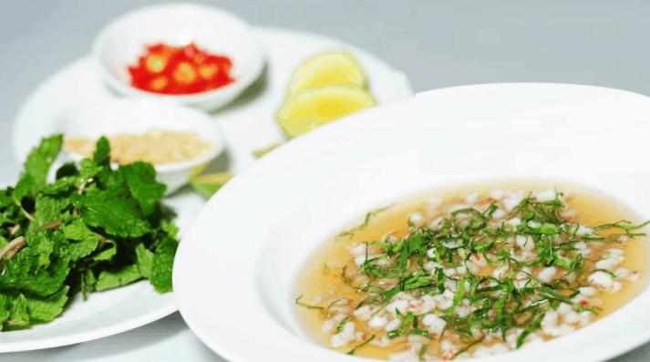 Độc và lạ với món tiết canh tôm hùm