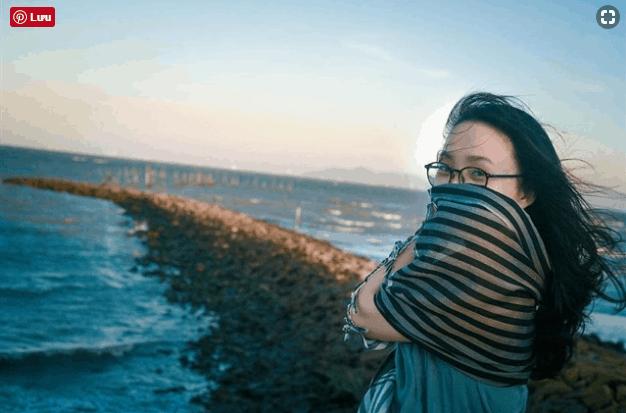 Sống ảo tại bãi đá trải dài ra biển tại đảo Thạch An