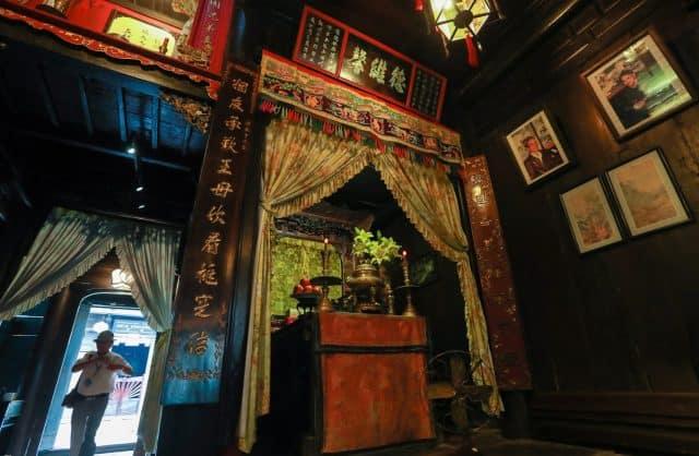 Sự khéo léo, tỉ mỉ của những người nghệ nhân làng mộc Kim Bồng Hội An (Ảnh sưu tầm)