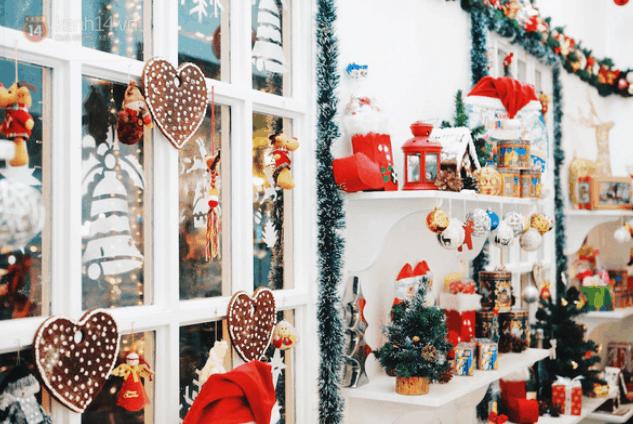 Trang trí Noel quán cà phê siêu đẹp (Ảnh ST)