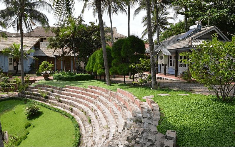 Khoảng không gian xanh tươi mát của resort