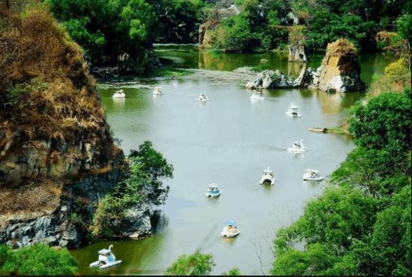 Đạp vịt trên hồ