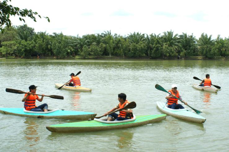 Chèo thuyền kayak là trò chơi rất thú vị