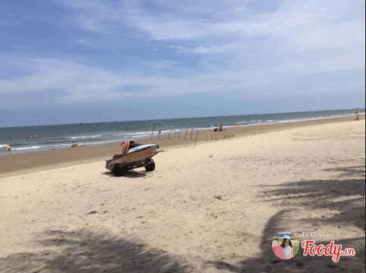 Bãi biển Long Cung đẹp không kém các bãi biển nổi tiếng ở Vũng Tàu