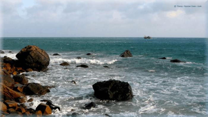 Bãi Nhát khi ngập chìm trong nước