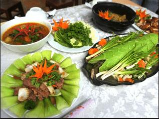 Trong khu du lịch có nhiều nhà hàng phục vụ du khách