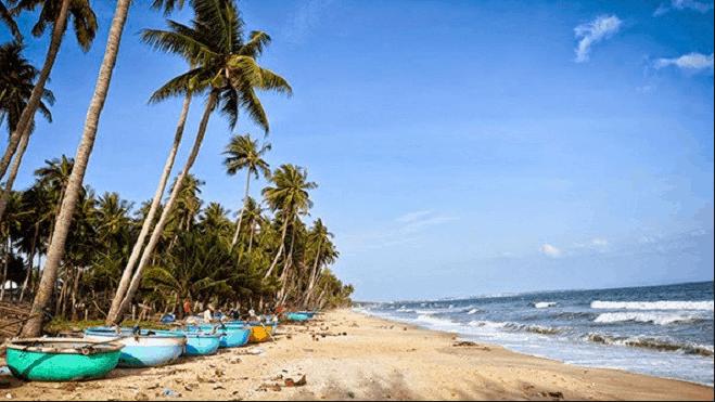 Phan Thiết nổi tiếng với những bãi biển đẹp, thơ mộng