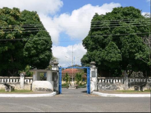 Cổng dinh chúa đảo