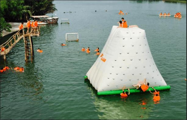 Hoạt động dưới nước luôn thu hút được nhiều người