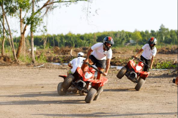 Đua xe quad - trò chơi mạo hiểm thú vị nhất trong khu du lịch