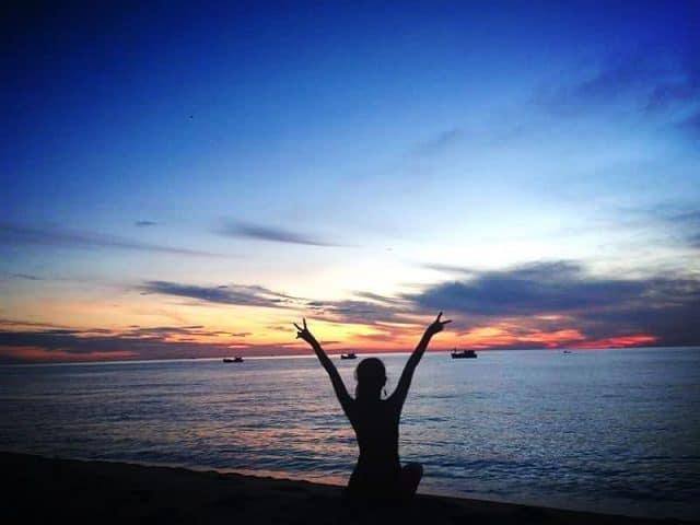 Bình minh trên bãi biển Sa Huỳnh (Ảnh: @ntthu.y)