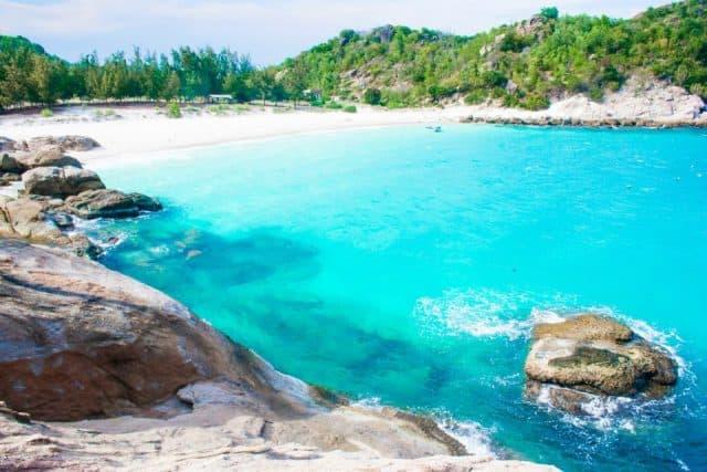 Bãi biển ở đảo Bình Lập (Ảnh ST)