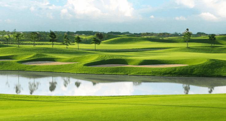 Sân golf sông Bé có nhiều lỗ cát tạo thử thách cho người chơi
