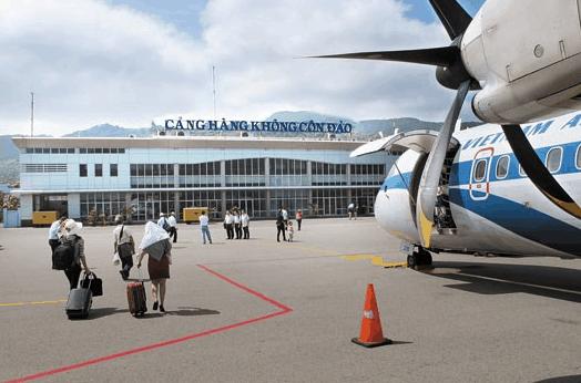 Du khách có thể tới Côn Đảo bằng đường hàng không