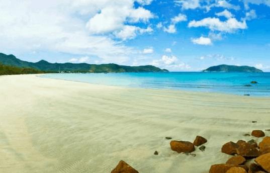 Cảnh biển hoang sơ mà đầy huyền bí