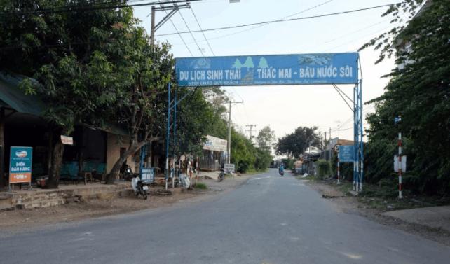 Cổng chào dẫn tới khu du lịch sinh thái thác Mai - Bầu nước sôi