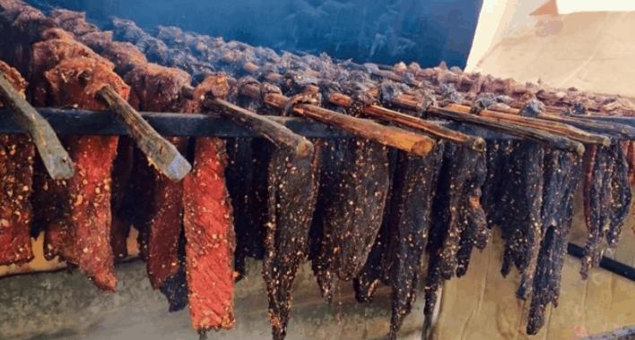 Hình ảnh thịt trau gác bếp Tây Bắc