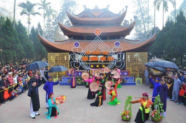 Lễ hội chùa Hương địa điểm du xuân đầu năm gần Hà Nội