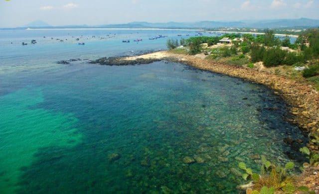 Nước biển mang màu ngọc bích tại Hòn Yến (Ảnh sưu tầm)
