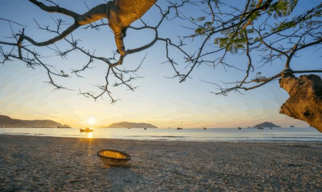 Khí hậu ở Côn Đảo được chia làm 2 mùa rõ rệt