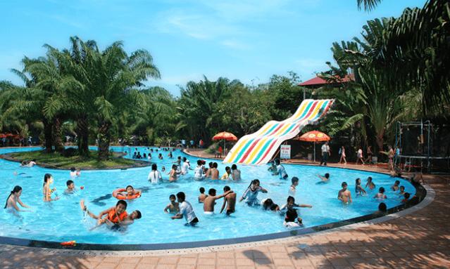 Khu bể bơi tại khu du lịch Vườn Xoài