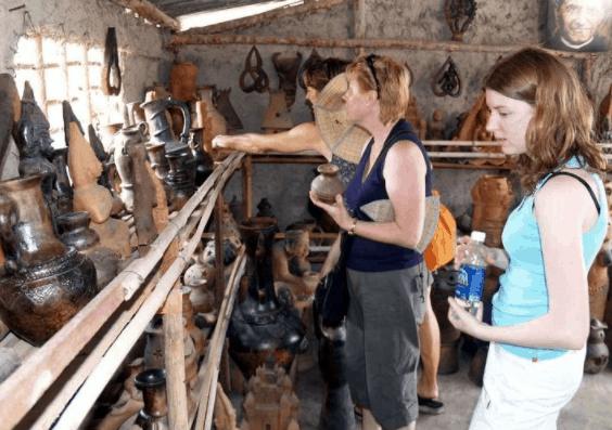 Làng nghề gôm sứ Bình Dương thu hút rất nhiều du khách tới thăm