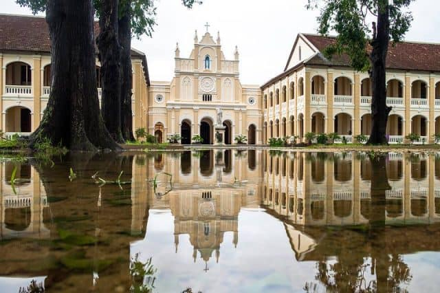 nhà thờ Lòng Sông đẹp lạ kì sau cơn mưa( Ảnh sưu tầm)