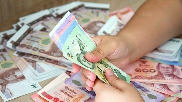 Nhớ lưu ý đếm cẩn thận khi đổi tiền (ẢNH ST)
