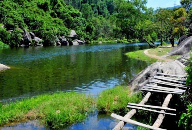 Vực phun Phú Yêntọa lạc ở xã Hòa Mỹ Tây, huyện Tây Hòa (Ảnh sưu tầm)