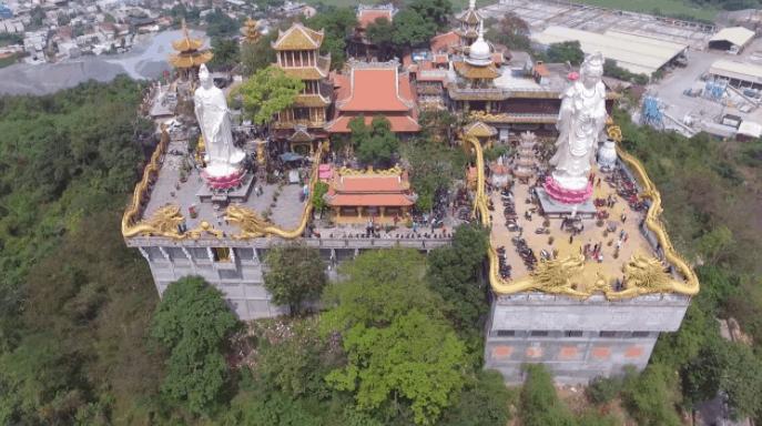Quang cảnh chùa Châu Thới nhìn từ trên cao