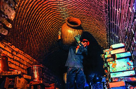 Sự vất vả của người làm gốm