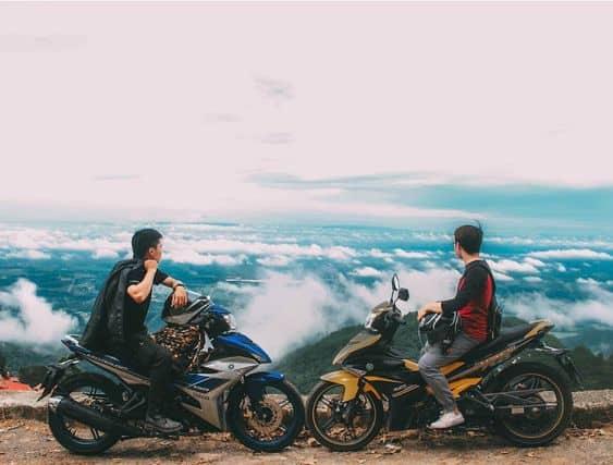 Săn mây Tam Đảo bằng xe máy cũng rất thú vị đấy nhé!