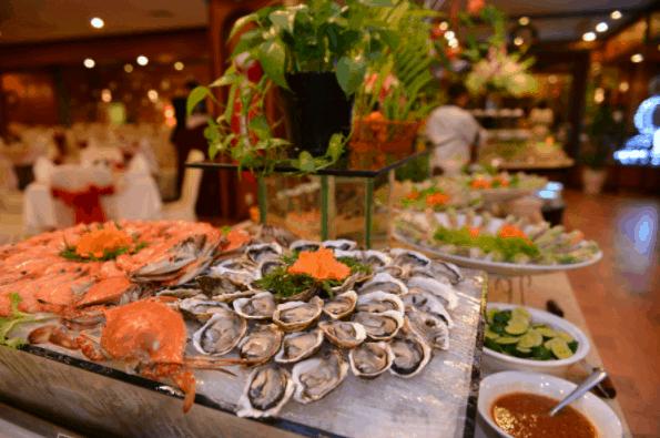 Thưởng thức đồ ăn ngon trên tàu Bến Nghé