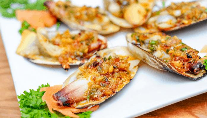 Thưởng thức hải sản tươi ngon tại Gành Hào