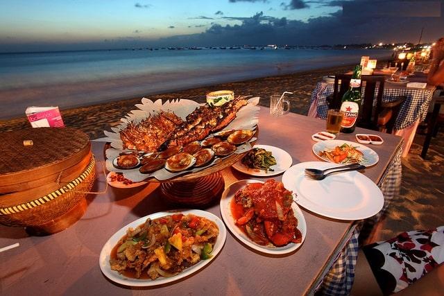 Thưởng thức hải sản ngay tại bãi biển (Ảnh sưu tầm)