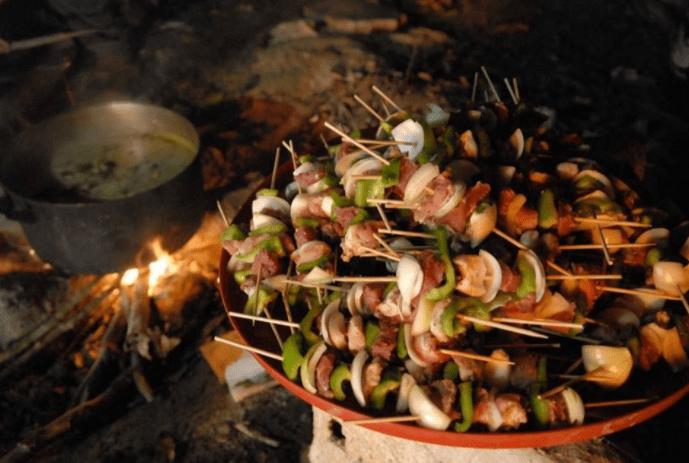 Tổ chức tiệc BBQ tại cạnh thác Mai