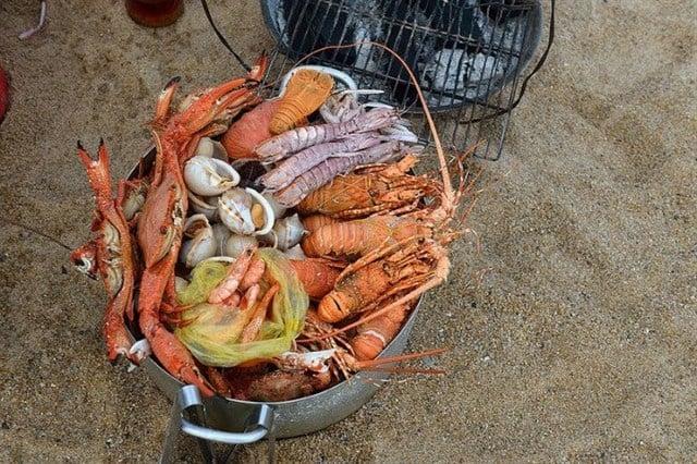 Hải sản chủ yếu được nướng hoặc hấp (Ảnh ST)