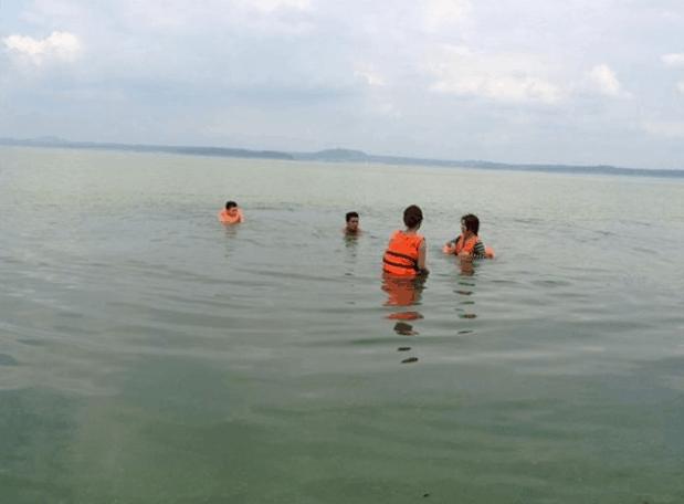Tự do bơi lội thỏa thích tại khi du lịch tới đảo Ó