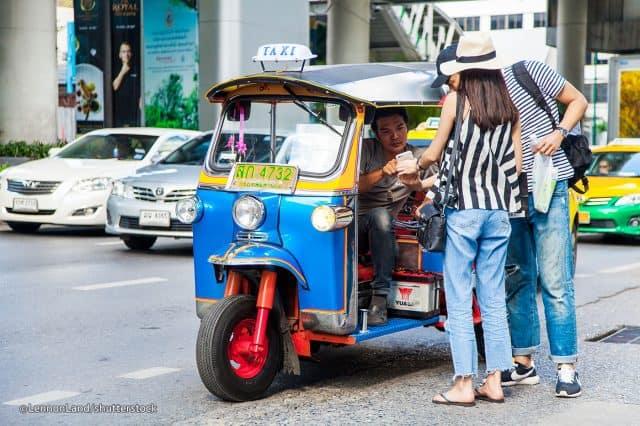 Cực dễ để có thể bắt được một chiếc xe tuk tuk ở Thái Lan