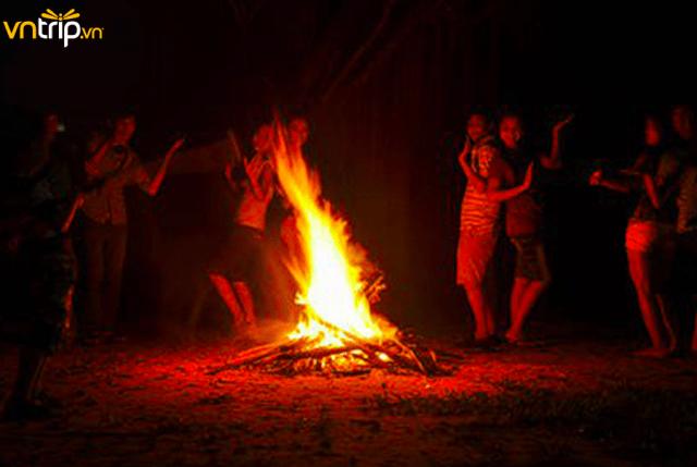 Cắm trại đêm tại KDL Bọ Cạp Vàng