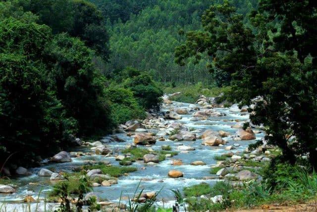 Các địa điểm du lịch Cam Ranh trong đó có khu bảo tồn Hòn Bà (Ảnh ST)
