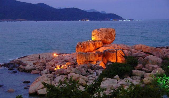 Nơi đây phong cảnh hữu tình với núi, biển nằm sát bên nhau (Ảnh ST)