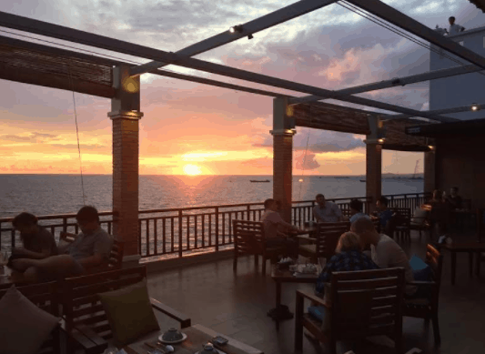 Nhà hàng Xin Chào không chỉ có món ăn ngon mà view cũng đẹp