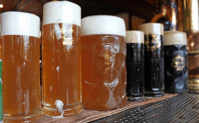 Thưởng thức bia tươi Tiệp cao cấp